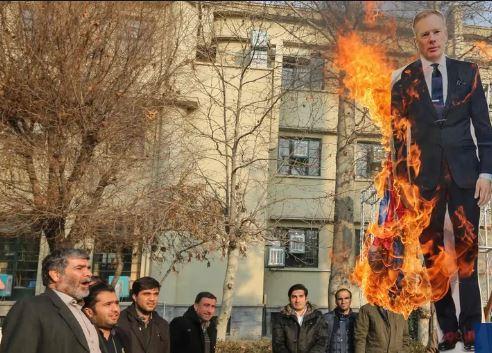 ირანში ბრიტანეთის ელჩის ქვეყნიდან გაძევება მოითხოვეს