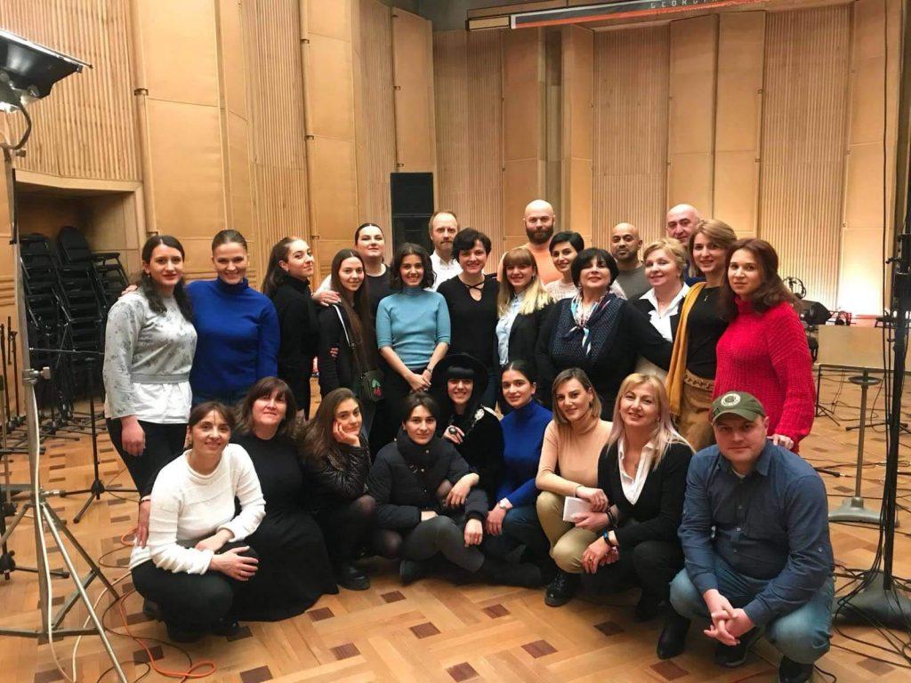 ქეთი მელუა გორის ქალთა კამერულ გუნდთან ერთად საქართველოში ალბომს წერს