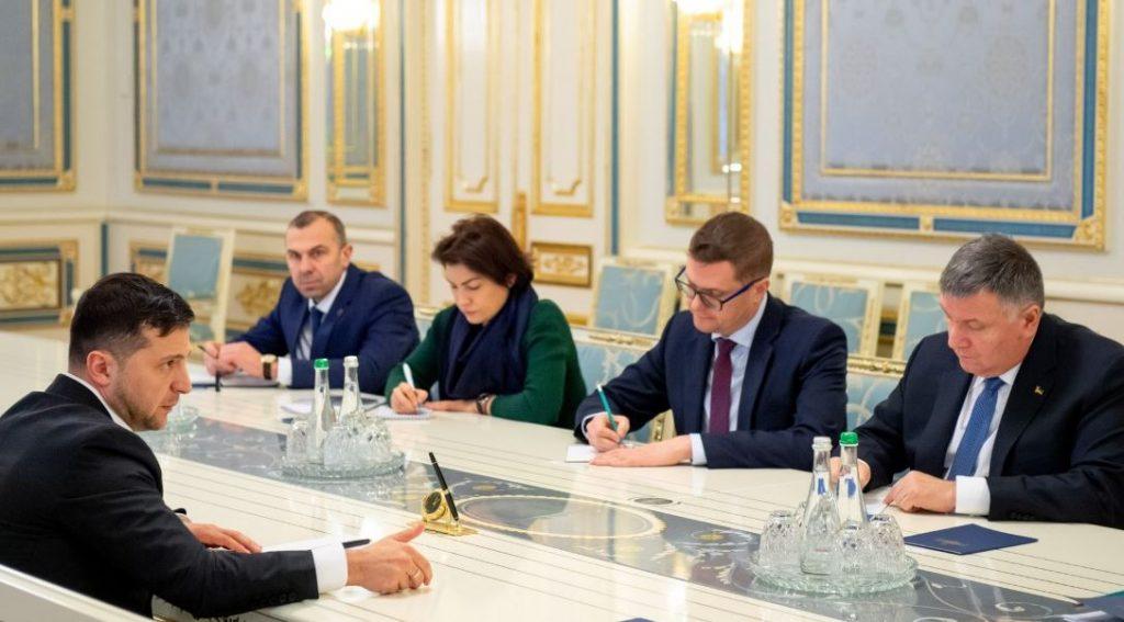 Президент Украины - Правоохранительные органы должны в течение двух недель установить причастных к записям разговоров премьер-министра