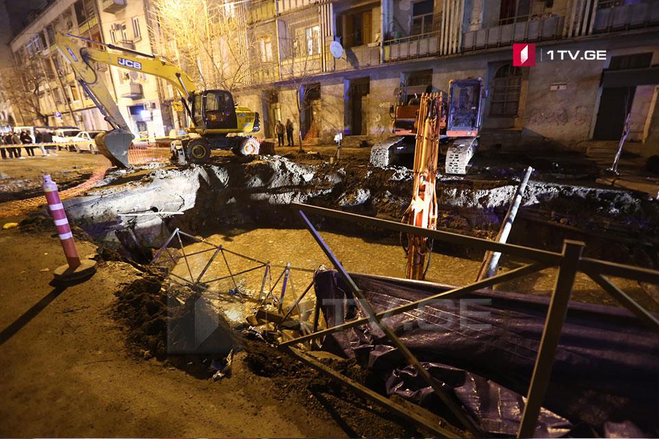 თევდორე მღვდლის ქუჩაზე სამუშაოებისას გზის საფარი დაზიანდა [ფოტო]