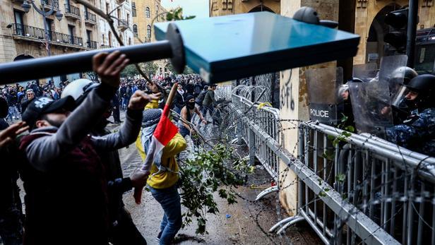 ლიბანის დედაქალაქში აქციაზე პოლიციასთან შეტაკებისას 75 ადამიანი დაშავდა