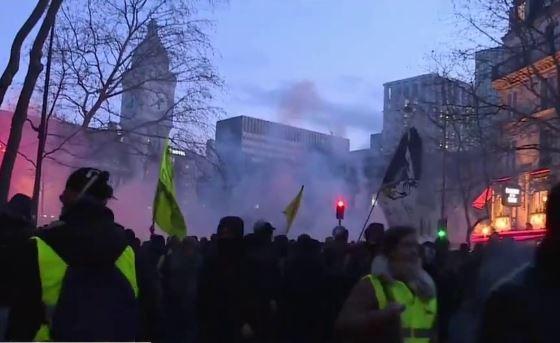 """Во Франции задержали 32 участников акции """"Желтых жилетов"""""""
