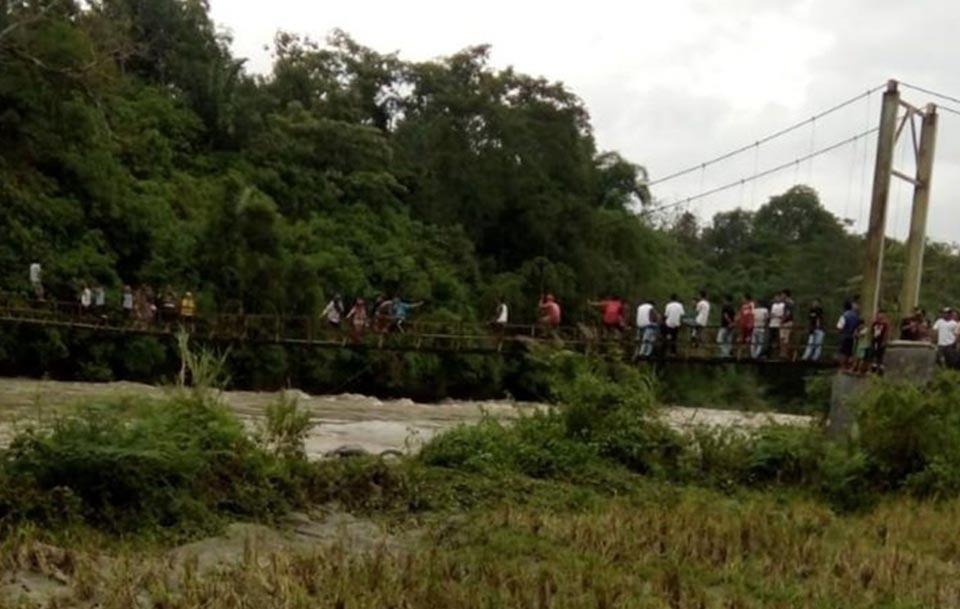 ინდონეზიაში საფეხმავლო ხიდის ჩანგრევას ცხრა ადამიანი ემსხვერპლა