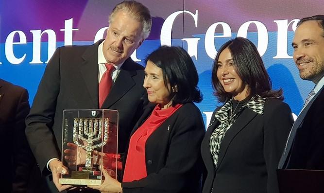 Саломе Зурабишвили получила высшую награду организации «Друзья Сиона» за поддержку евреев со стороны грузинского народа