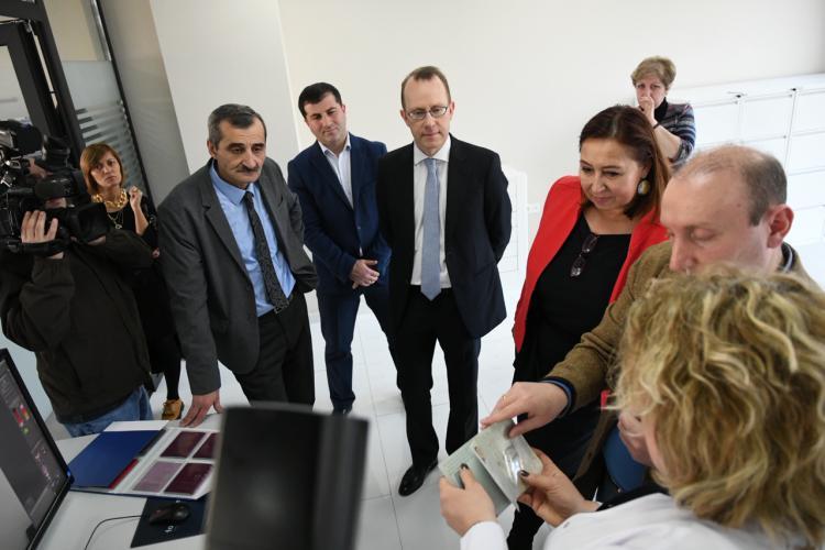 ევროკავშირმა შსს-ს საიდენტიფიკაციო დოკუმენტების შესამოწმებელი აღჭურვილობა და კიბერდანაშაულის გამოძიებისთვის საჭირო კომპიუტერული პროგრამები გადასცა