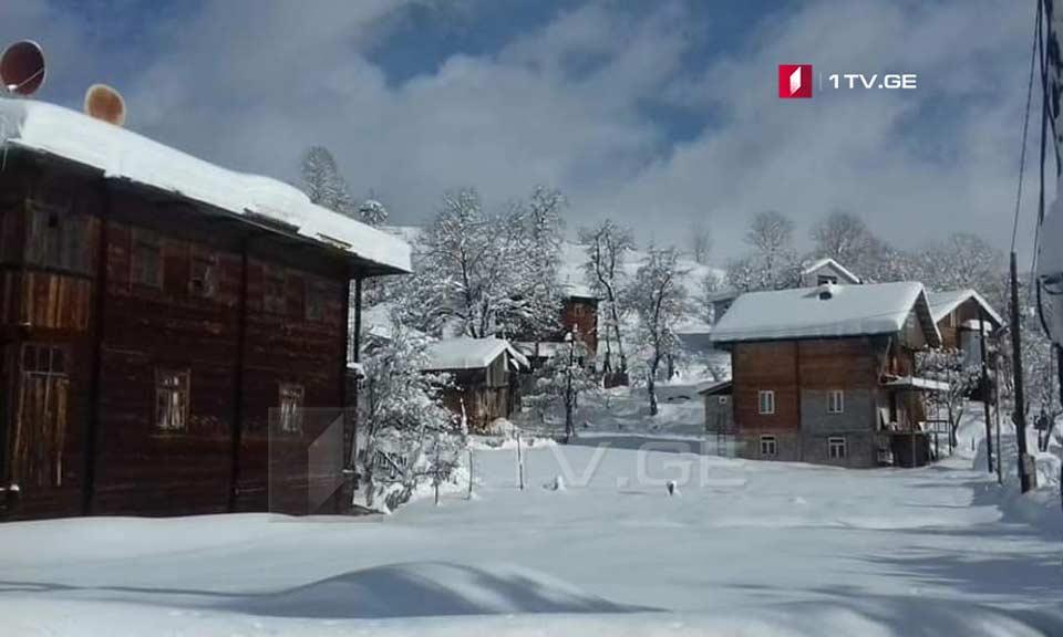 მაღალმთიანი აჭარის სოფლებში თოვლის საფარმა ერთ მეტრს მიაღწია [ფოტო]