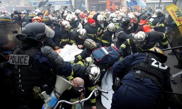 პარიზში აქციის მონაწილე მეხანძრეებსა და პოლიციას შორის შეტაკება მოხდა