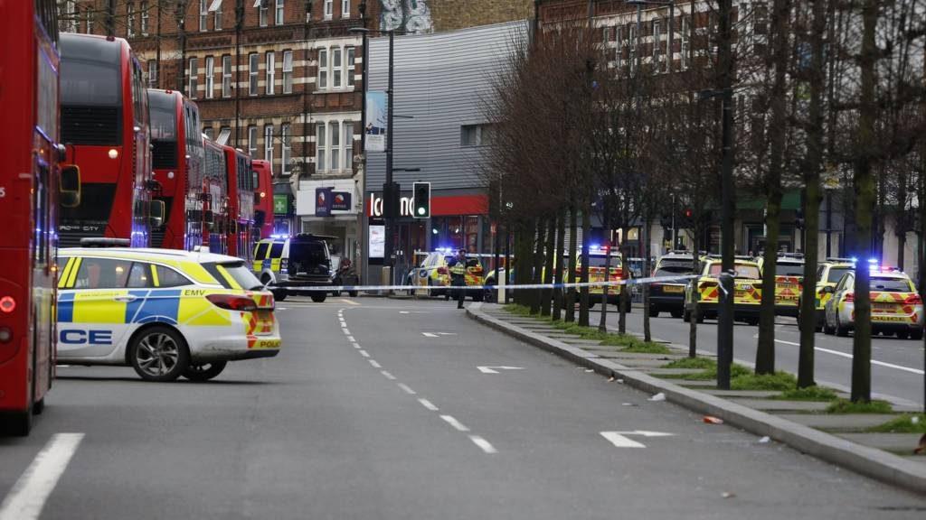 ინციდენტი ლონდონის სამხრეთით, რა დროსაც ორი ადამიანი დაიჭრა, პოლიციამ ტერაქტად გამოაცხადა
