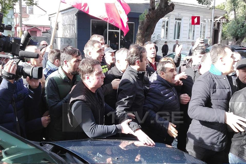 Բաթումիի քաղաքապետարանի մոտ տեղի է ունեցել ֆիզիկական դիմակայություն