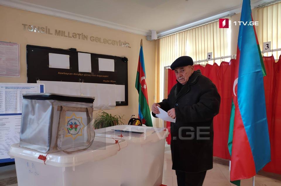 В Азербайджане проходят внеочередные парламентские выборы (фото)