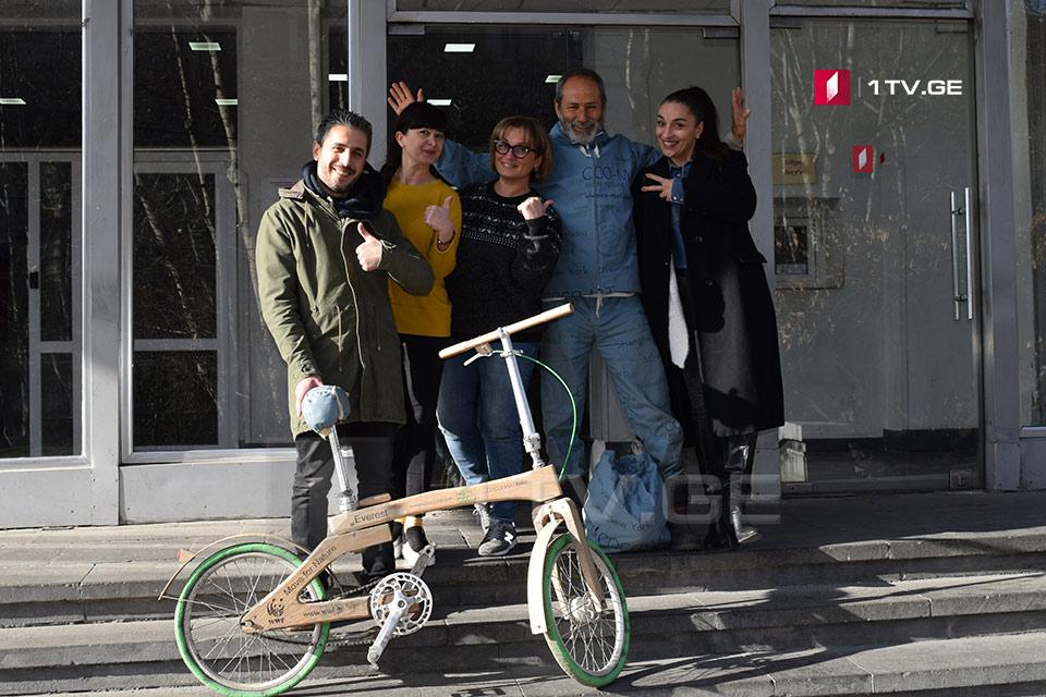 პიკის საათი - ხის ველოსიპედით საბერძნეთიდან ნეპალისკენ