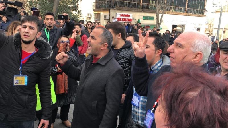 Azərbaycan Mərkəzi Seçki Komissiyası qarşısında aksiya iştirakçılarını yaxaladılar