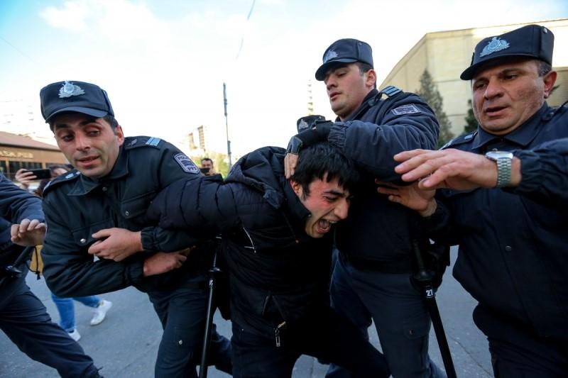 Medianın məlumatına görə, Azərbaycanda MSK qarşısında aksiya zamanı yaxalananları Bakından çıxardılar