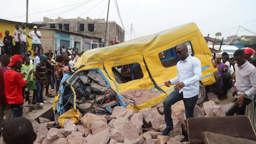 კონგოში ავტოსაგზაო შემთხვევის შედეგად14 ადამიანი დაიღუპა და 30 დაშავდა