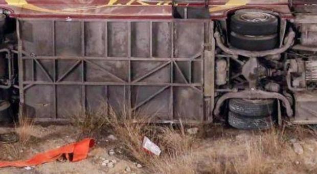 სალვადორში სამგზავრო ავტობუსის ავარიის შედეგად 11 ადამიანი დაიღუპა