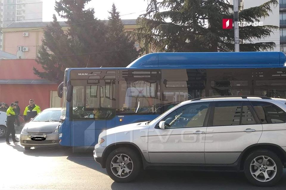 თბილისში, ქავთარაძის ქუჩაზე ავტოსაგზაო შემთხვევა მოხდა
