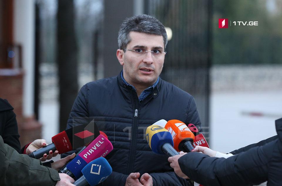 Mamuka Mdinaradze - bir mitinqçiyə bir jurnalist, iki operator və on polis işçisi düşür