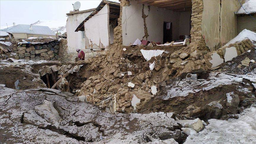 Семьчеловек погиблов результате землетрясения в турецкой провинции Ван