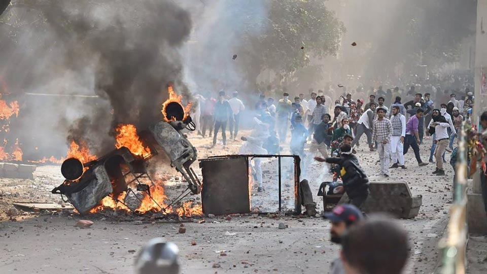 ინდოეთშიპოლიციასა და დემონსტრანტებს შორის შეტაკების შედეგად ორი ადამიანი დაიღუპა