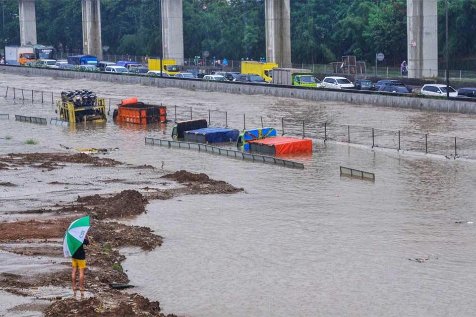 ინდონეზიაში გადაუღებელმა წვიმამ წყალდიდობა გამოიწვია