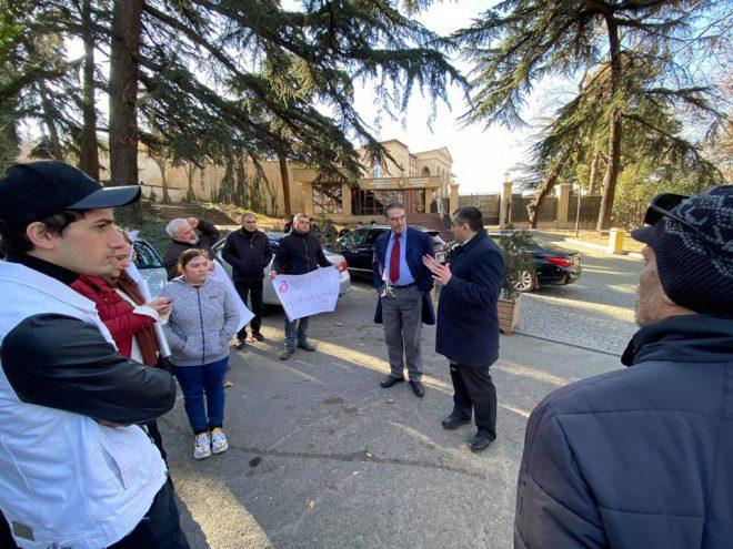 """Члены """"Комитета охраны Давид-Гареджи"""" провели акцию протеста перед посольством Азербайджана"""