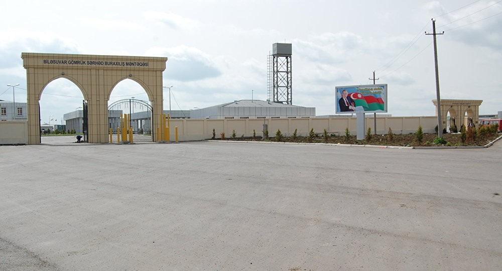 Azerbaijan closes border with Iran