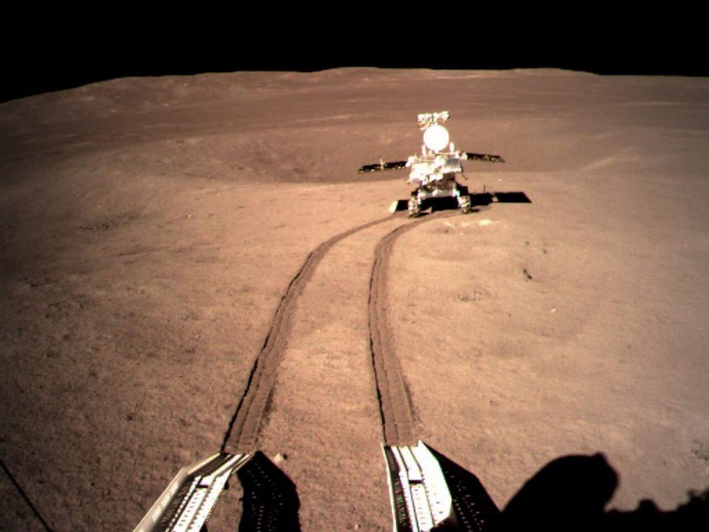 """ჩინეთის მავალმა მთვარის """"ბნელ მხარეს"""" 12 მ სისქის მტვრის ფენა აღმოაჩინა"""