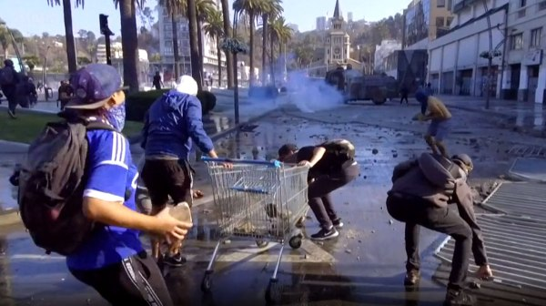 ჩილეში ანტისამთავრობო აქცია პოლიციასთან შეტაკებაში გადაიზარდა
