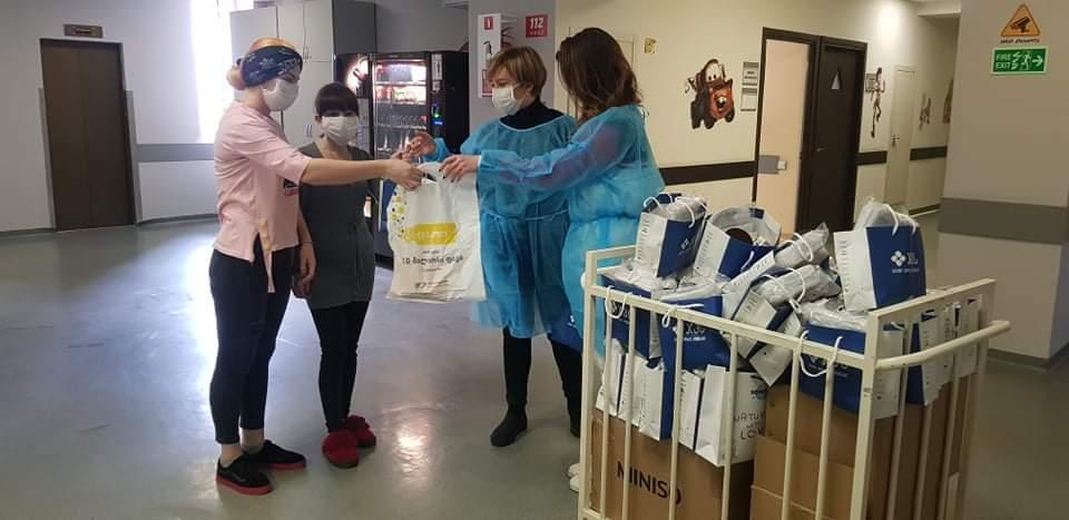 ინიციატივის #ქალებიზრუნავენ ფარგლებში, იაშვილის კლინიკაში დედებსა და ბავშვებს საჩუქრები გადაეცათ