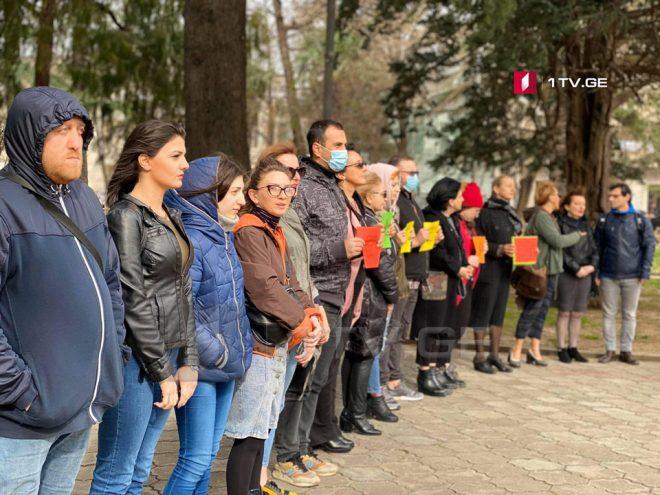 ქუთაისში ჟურნალისტებმა და სამოქალაქო აქტივისტებმა აქცია გამართეს