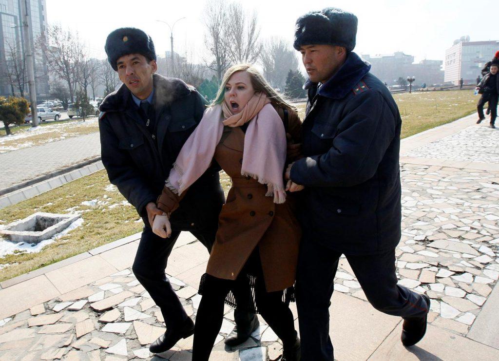 ბიშკეკში ქალთა უფლებების დამცველების აქციაზე ათობით აქტივისტი დააკავეს