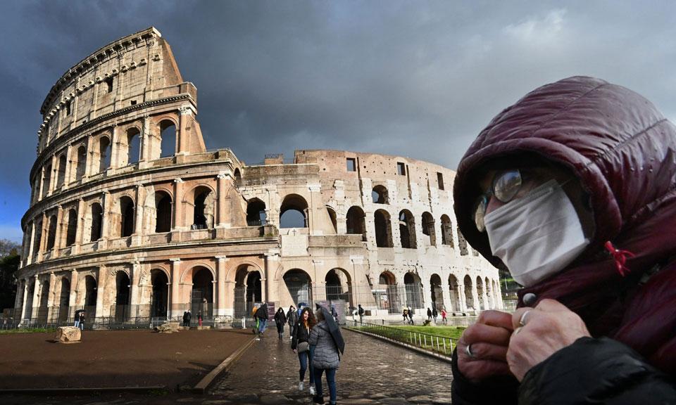 В Италии за последние сутки от коронавируса скончались 766 человек