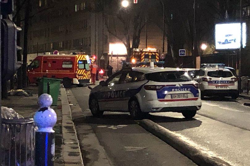 მედიის ინფორმაციით, პარიზის ჩრდილოეთით, მეჩეთში მამაკაცი შეიჭრა და ცეცხლი გახსნა