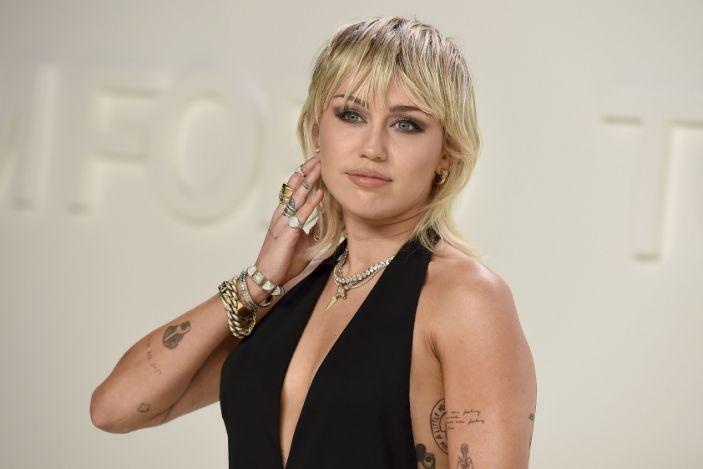 Madonna və Mayli Sayrus koronavirusa görə, konsertlərin keçirilməsindən imtina etdilər