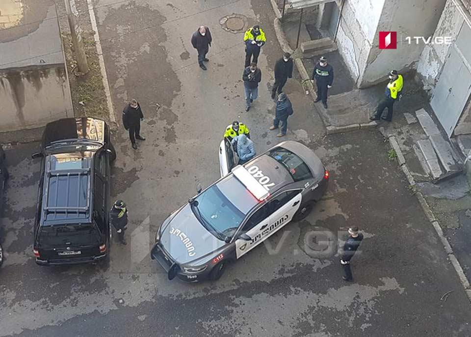 თვითიზოლაციის წესის დარღვევისთვის, რუსთავში მცხოვრები მამაკაცი პოლიციამ კარანტინში გადაიყვანა