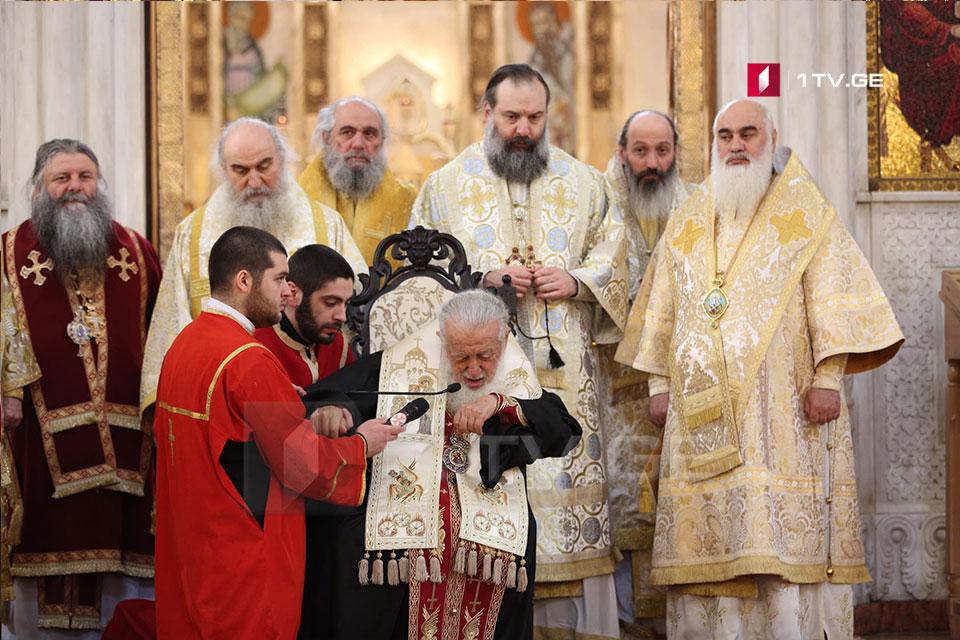 Ձեզ ասում են հեռու կանգնեք միմյանցից, կանգնեք եկեղեցու բակում, այս ամենը ձեզ համար է, շատ հեշտ կարելի է կատարել, կարևորը չհեռանաք աստծուց, նա մեզ հետ է. Իլիա երկրորդ