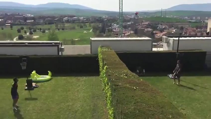 """""""ოსასუნას"""" ფეხბურთელებმა თვითიზოლაციისას სპორტის ახალი სახეობა გამოიგონეს (ვიდეო)"""