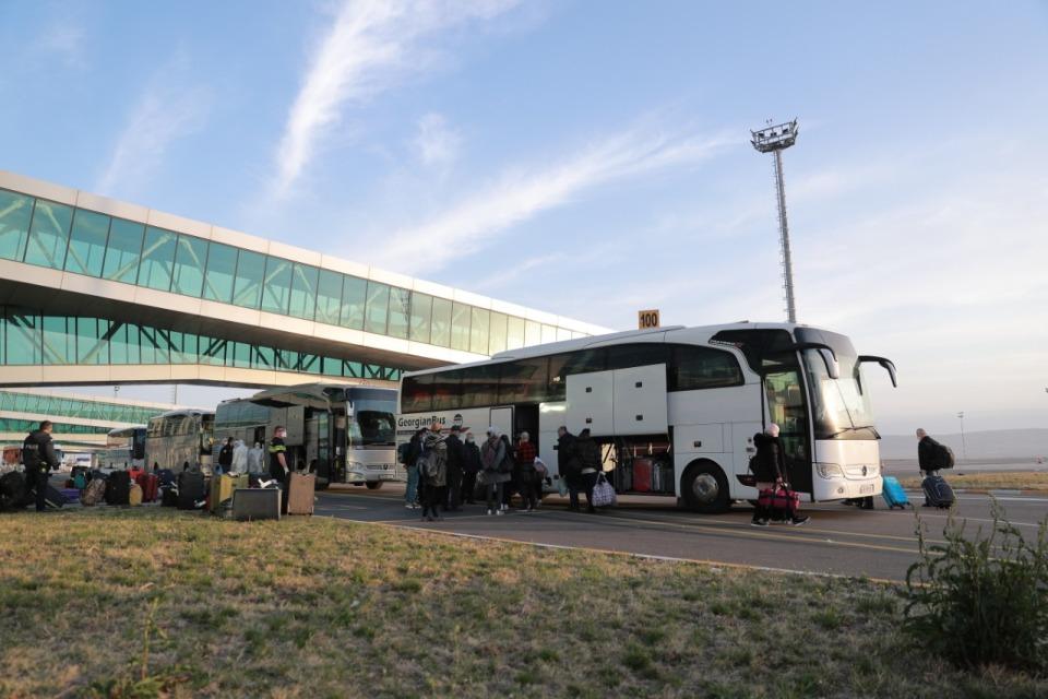 ტურიზმის ეროვნული ადმინისტრაციის მიერ მოწყობილ საკარანტინო ზონებში ათენი-თბილისის რეისით ჩამოსული მგზავრები გადაიყვანეს
