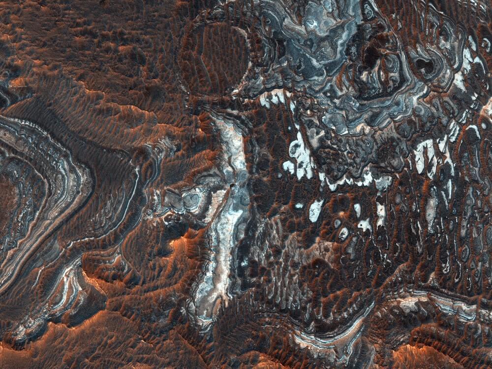 კიდევ ერთი გასაოცარი ფოტო მარსიდან — წითელი პლანეტის უცნაური არხები და კანიონები