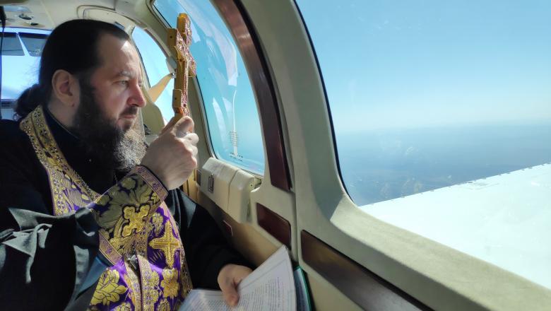 მოლდოვაში ეპისკოპოსმა ქვეყანა თვითმფრინავიდან დალოცა [ვიდეო]