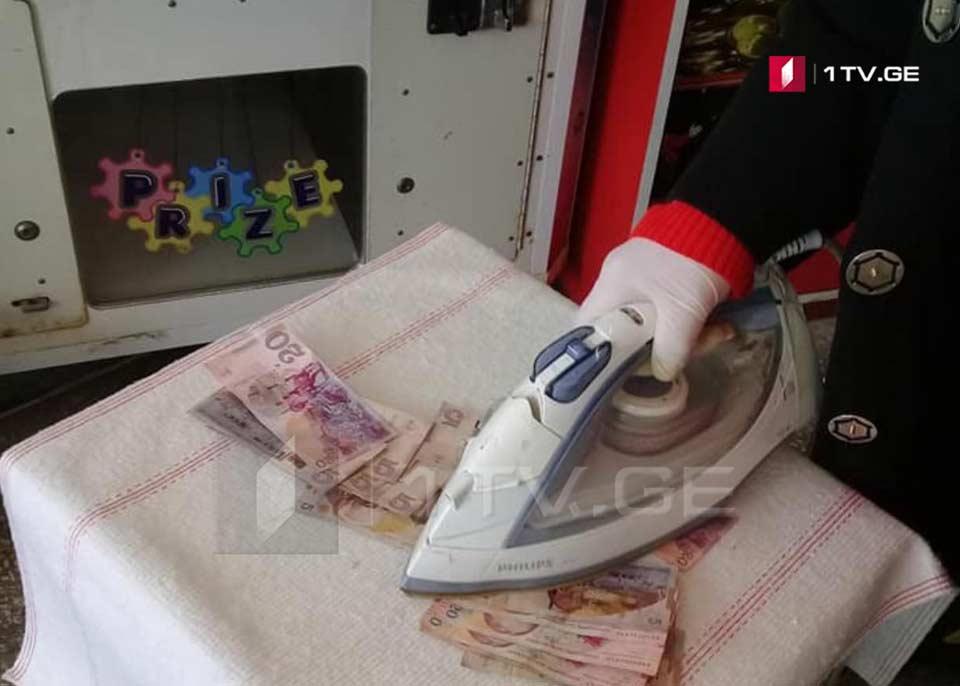 На рынке в Поти дезинфицируют монеты и бумажные деньги