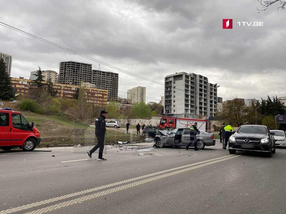 თბილისში, მარჯვენა სანაპიროზე ავტოსაგზაო შემთხვევის შედეგად სამი ადამიანი დაიღუპა