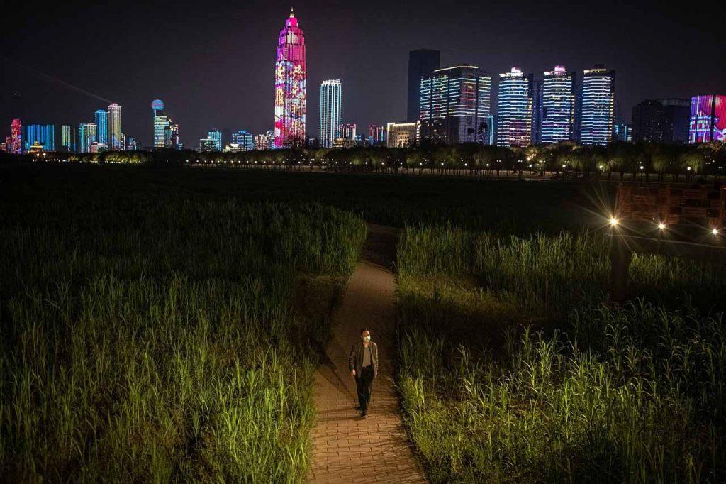 უხანი გაიხსნა, მაგრამ ნორმალური ცხოვრების დაბრუნება ჯერ შორეული ოცნებაა – რა ხდება ქალაქში, საიდანაც ყველაფერი დაიწყო