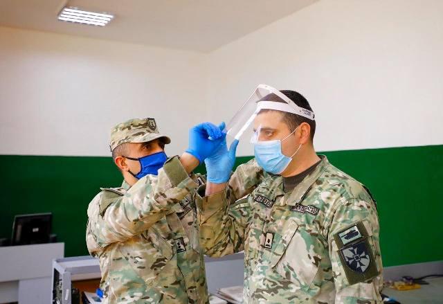 თავდაცვის ძალების ლოჯისტიკის სარდლობა სამხედრო მოსამსახურეებისთვის სახის დამცავ ფარებს ამზადებს