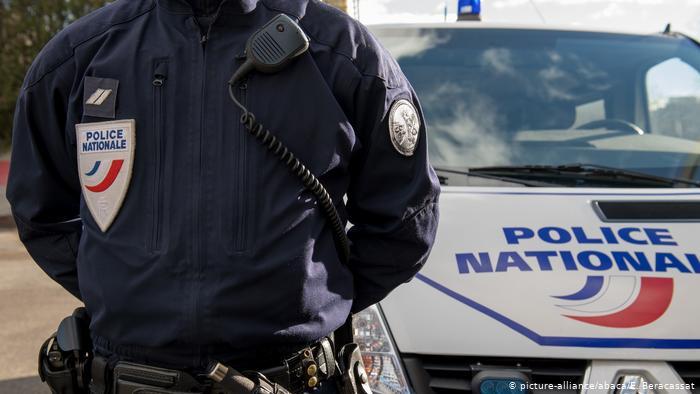 პარიზის გარეუბანში დანით შეიარაღებული პირი პოლიციელს თავს დაესხა, თავდამსხმელი ლიკვიდირებულია