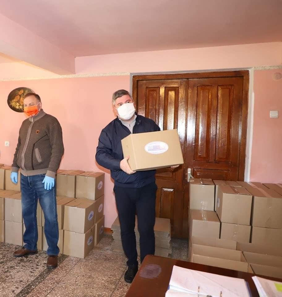 ზუგდიდის მუნიციპალიტეტის მერიამ სააღდგომოდ 550 ბენეფიციარს სასურსათო კალათები გადასცა