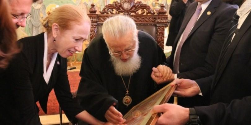 კელი დეგნანიკათოლიკოს-პატრიარქსაღდგომის ბრწყინვალე დღესასწაულს ულოცავს