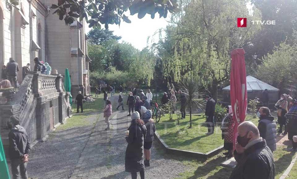 ბათუმის მართლმადიდებლურ ტაძრებში სააღდგომო ლიტურგია დილის 07:00 საათიდან დაიწყო