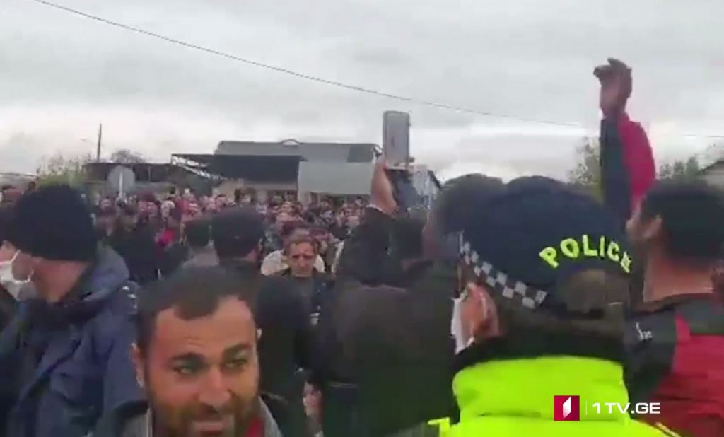 Protesters block road in Marneuli municipality (VIDEO)