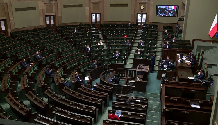 პოლონეთის ქვედა პალატამ არჩევნებზე ფოსტით ხმის მიცემის კანონპროექტს მხარი დაუჭირა